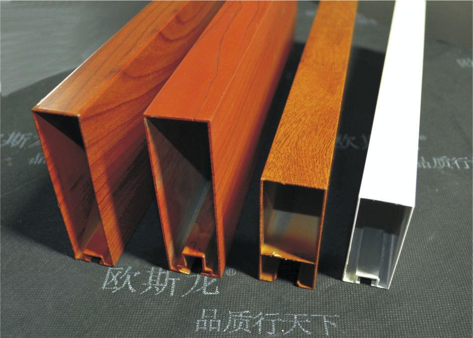 Ejemplo de esqueumorfismo: Vigas de metal que parecen de madera.